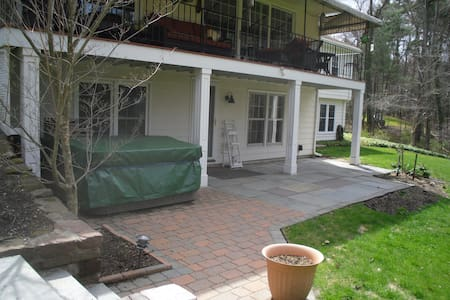 900+SF apartment in private home - Simsbury - Daire