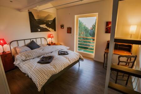 Quiet room overlooking garden - Prévessin-Moëns