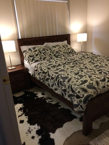 luxury/Ensuite/master bedroom - Merrylands - Ev