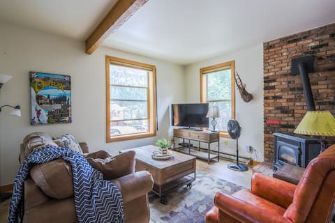 """""""NEW!"""" Updated Downtown Ouray Condo"""