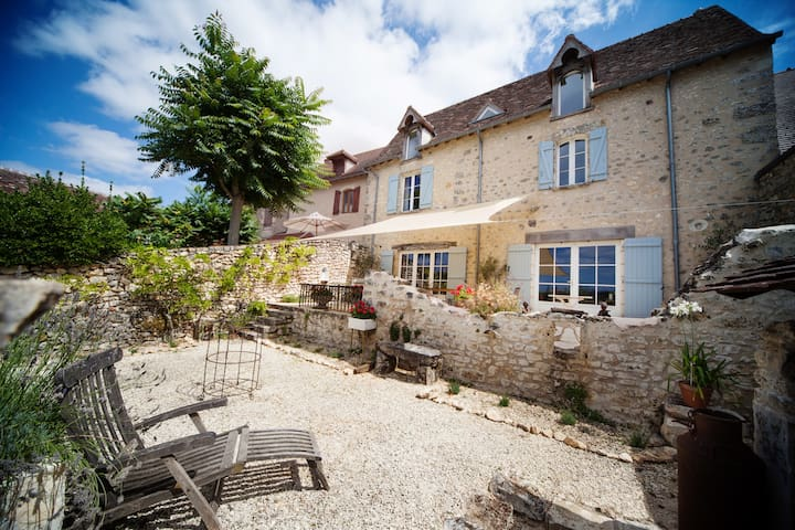 Beautiful village house with stunning views - Angles-sur-l'Anglin - Casa