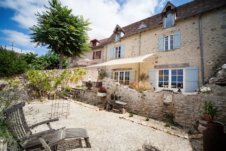 Beautiful village house with stunning views - Angles-sur-l'Anglin - Huis