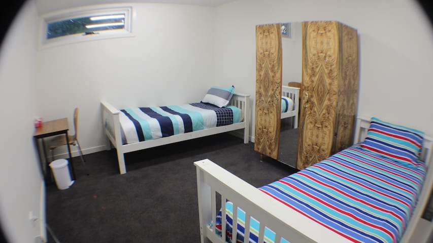 Private & Nice Room NORTHCOTE. FREE gym membership