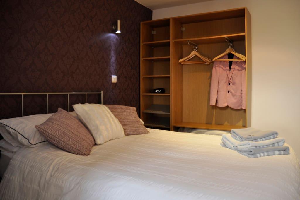 penthouse loft apartment free parking netflix lofts. Black Bedroom Furniture Sets. Home Design Ideas