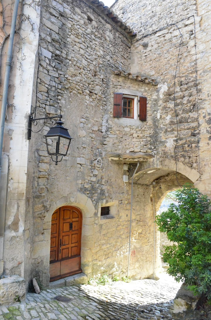Middeleeuws huisje in Crestet