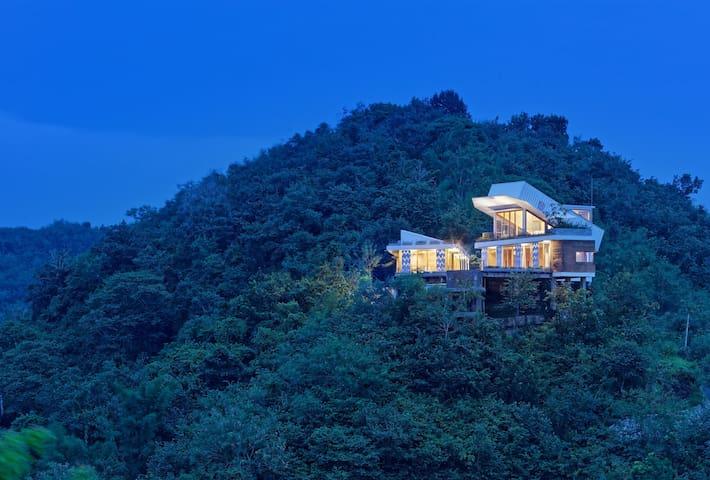 Luxury Villa near Selong Belanak Beach