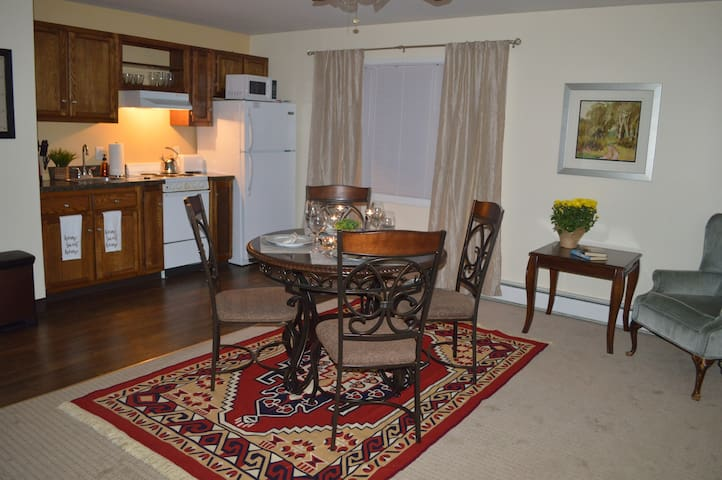 Couple Hideaway Apt 4 Low Rates @ all times
