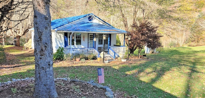 The Cottage at Cove Creek - newly renovated & cozy