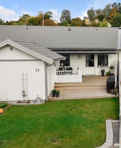 RADHUS/stor altan/gräsmatta/CARPORT - Norrköping N - Řadový dům