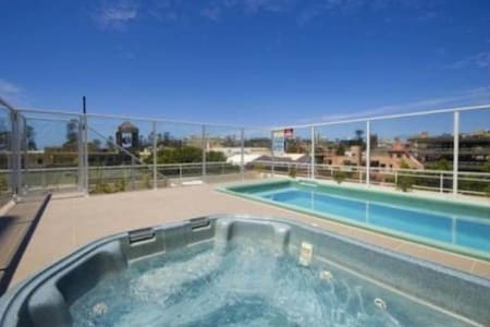 Large Apartment in Heart of Manly - 曼利
