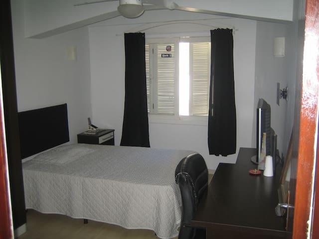 Otimo quarto 01,  com banheiro privativo