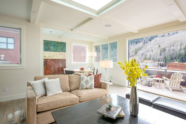 MERIBEL PENTHOUSE - Luxury Condominium with Penthouse Views, Heart of Downtown Telluride, Hot Tub