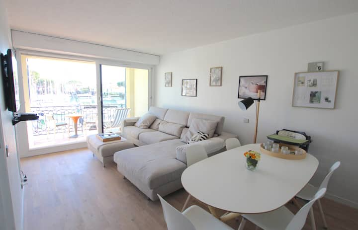 Renovated 2-room apartment - large balcony and WIFI