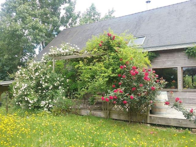 Maison en bois campagne/rivière/mer