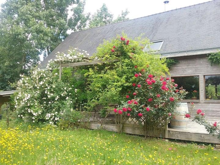 Maison en bois campagne/rivière/mer 1