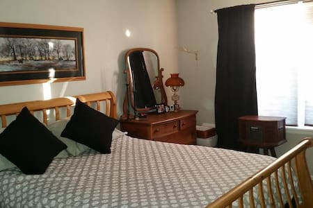 Clean and Comfy master suite - Thornton - Haus