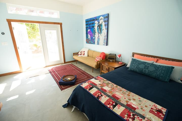 BACKHOUSE BIRDIE: Silverlake Suite, Private Access