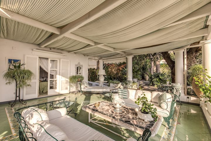 Green Coral - 1950's Luxury Villa