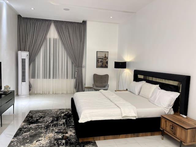 Master bedroom [room 5]