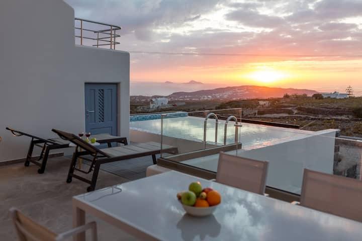 NEW Lux Villa Urania with Swimming Pool & Elevator