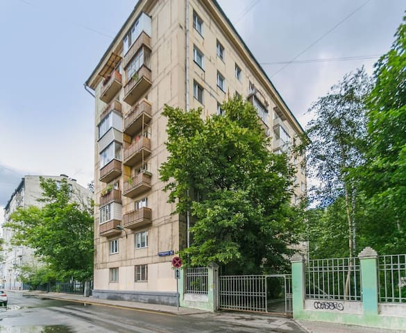 Moscow Apartment 5 mins walk from Red Square. RARE