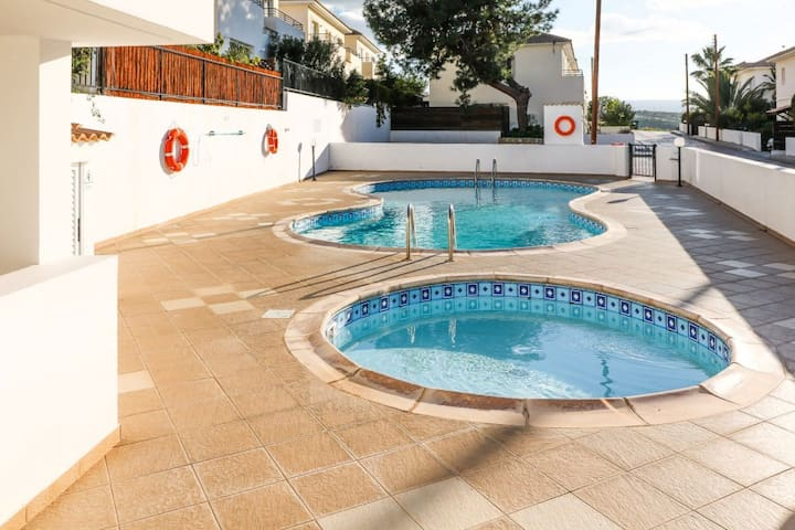 Modern 2 bedroom apartment with pool and parking.