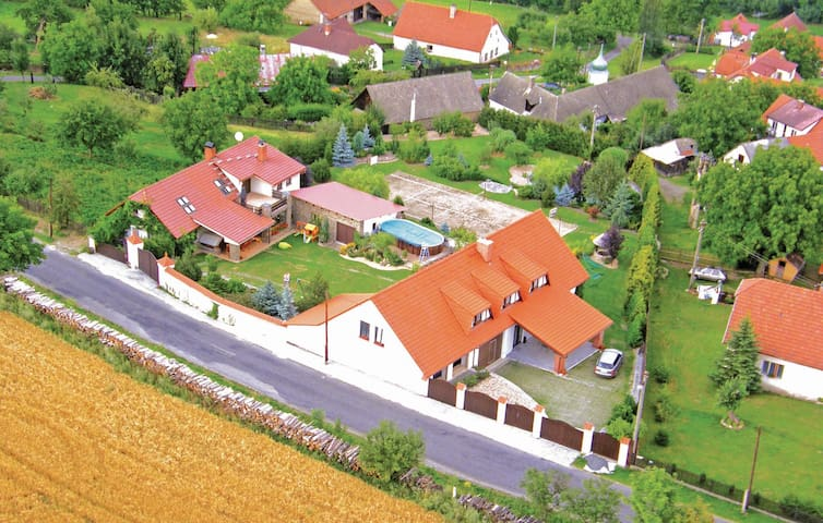 Holiday cottage with 4 bedrooms on 196m² in Sedlec-Prcice