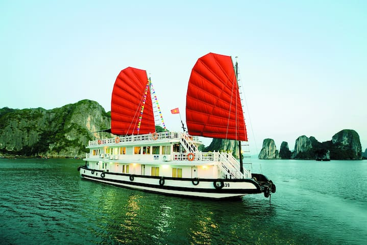 Low Cost Halong Cruise 2D1N - tp. Hạ Long - Barco