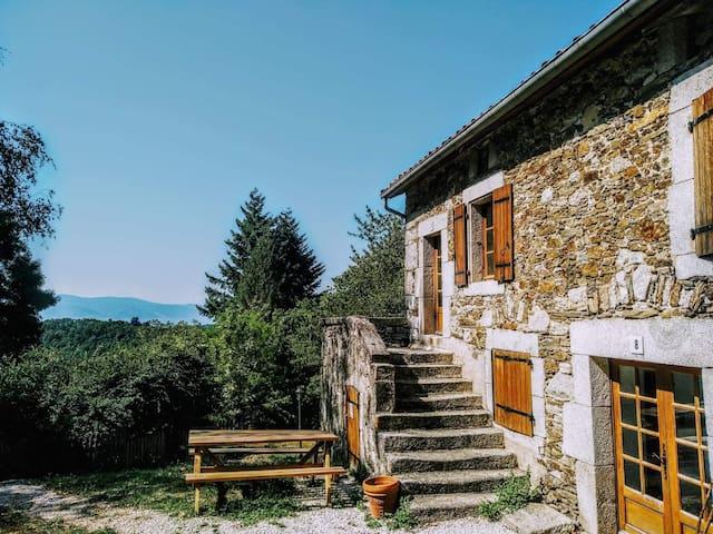 Joli gîte dans nature préservée, Tarn, Occitanie