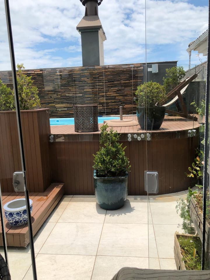Rooftop Apartment - Private Pool, BBQ, Relaxation!