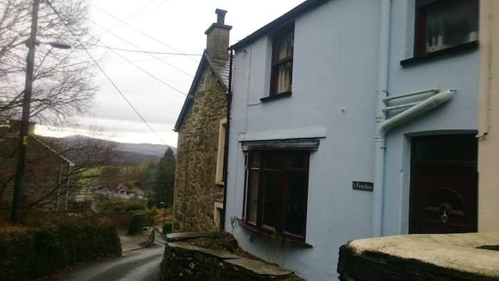 2 Bed Cottage in Snowdonia  (WiFi)
