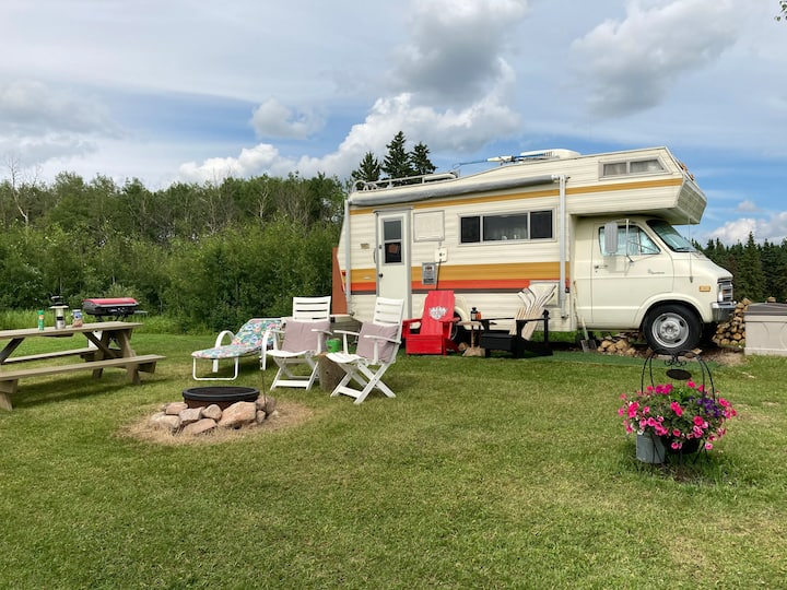Happy Place's Lakefront Vintage RV