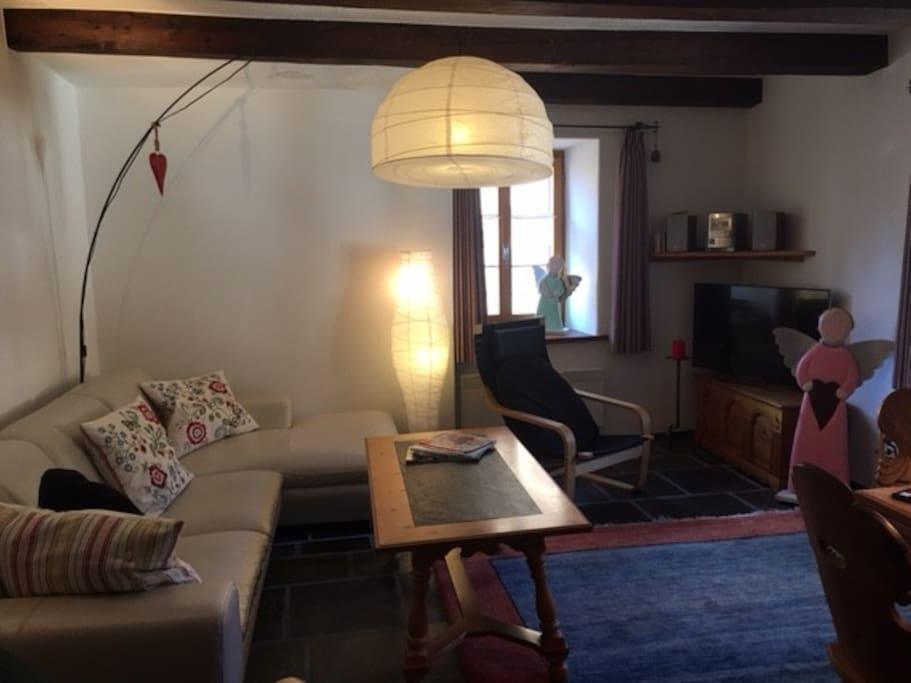 Wohnzimmer der Wohnung im 2. OG
