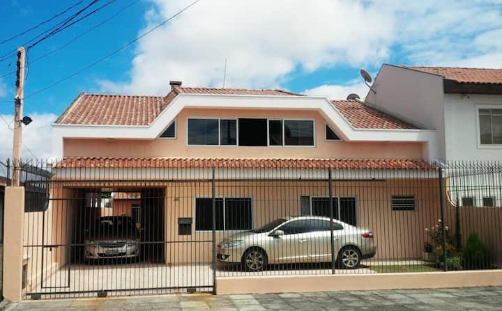 AMPLA, CONFORTÁVEL, P/ 8 PESSOAS,  parte TÉRREA