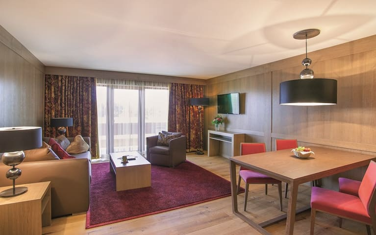 Der Eisvogel Hotel - Gasthof - SPA (Bad Gögging), Juwel Suite (80qm) mit kostenfreiem WLAN und Balkon