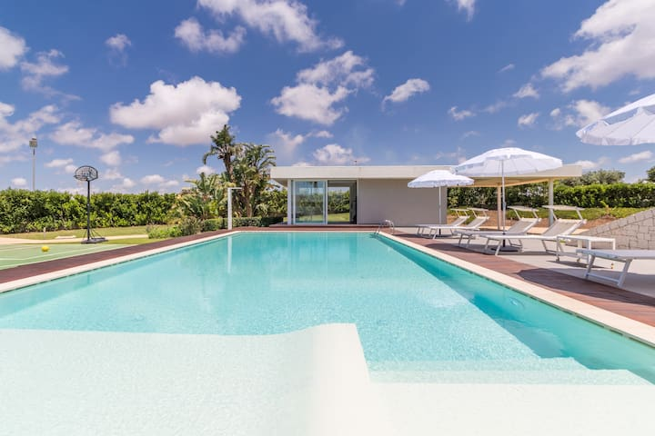 Venere, villa with swimming pool and private gym