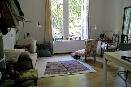 Cozy nest in the heart of st gilles - Byt