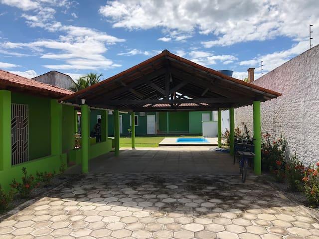 4 Quartos em casa com 1.000 m2 - 300m da praia