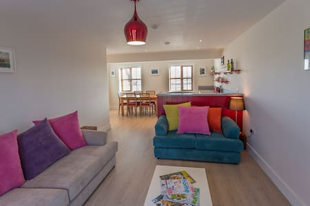 Luxury Garryvoe Lighthouse with Sea View - Ladysbridge - Stadswoning