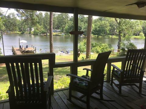 Archie's Lake Daze Cottage
