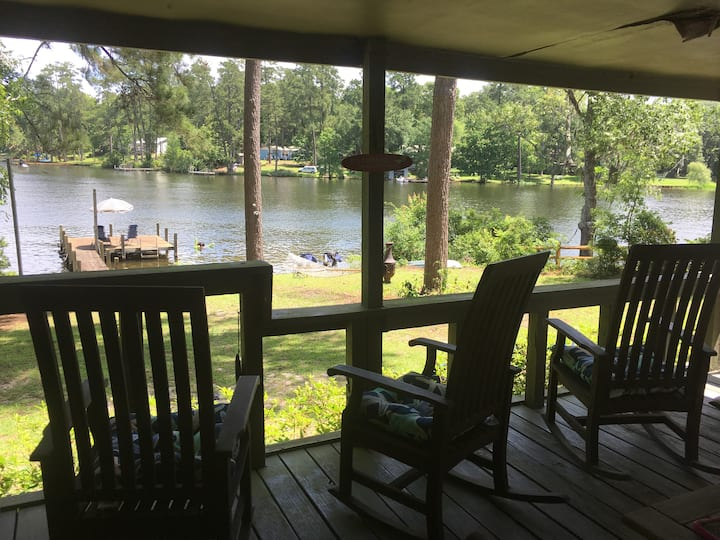Archie's Lake Daze Cottage