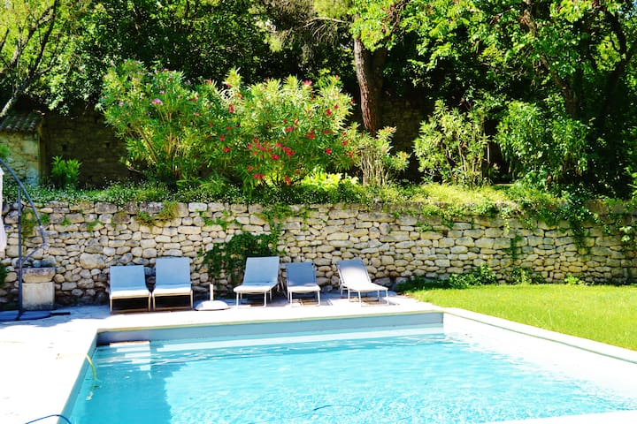 In the heart of the village, swimming pool, garden