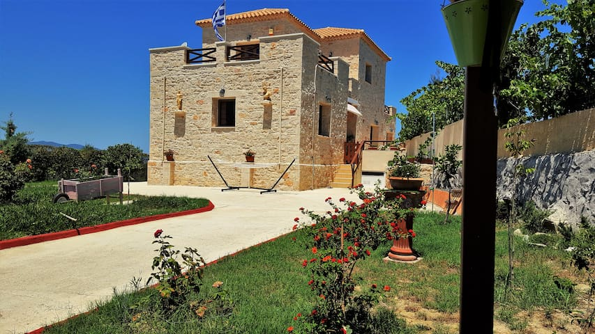 Stone villa with fantastic view !! - Αλυκών - Villa