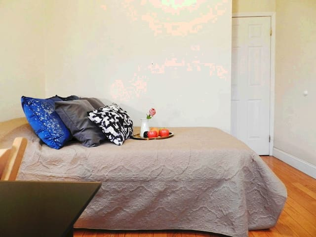 Well-located Lenox Ave Room, 6mins to Central Park
