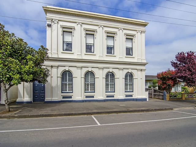 The Bank Koroit