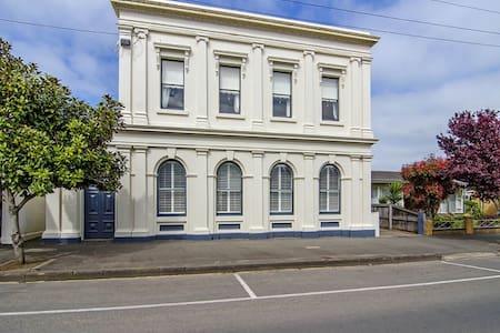 The Bank Koroit - Koroit - Departamento