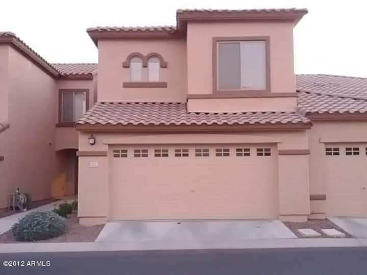 Comfortable 3 BR Home away from Home in Chandler
