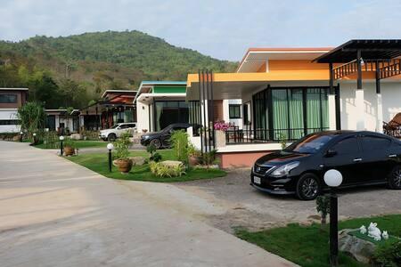 Khiripark Resort เพรชบุรี แก่งกระจาน