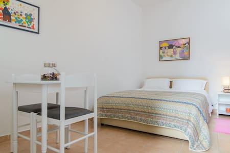 Room Smiley near city center, Trogir - 特羅吉爾 - 公寓