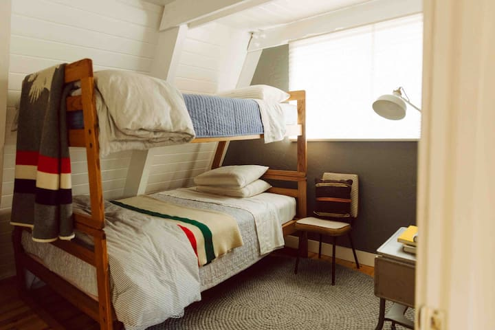 bunk room - single + full